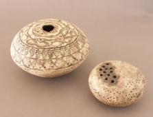 flat round pots